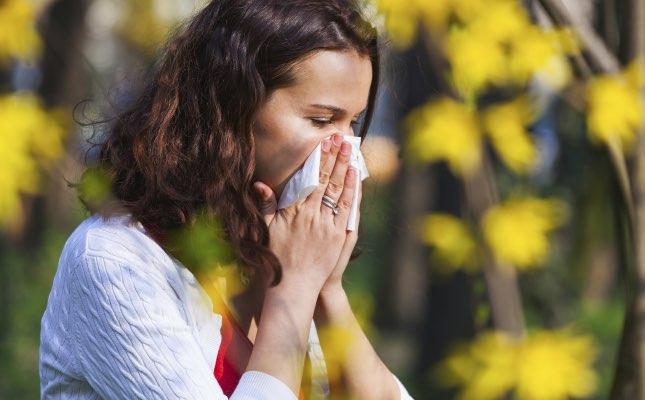 mdn-blog_woman-sneeze-spring-flu