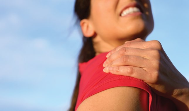 Symptoms of a strain usually include pain, swelling, muscle spasm, and difficulty moving the affected muscle.